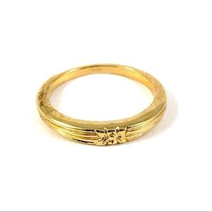 Beautiful Gold Tone Bow Ring Size 6.25